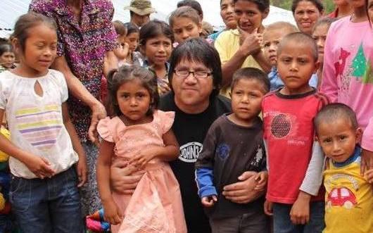 Roberto Orellana ayuda a niños pobres de Honduras