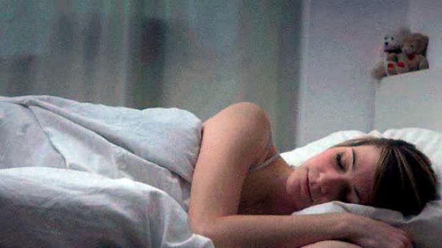 Tidur tanpa celana dalam