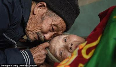 5 Kisah Pengorbanan Demi Orang Tercinta Paling Mengharukan Di Dunia