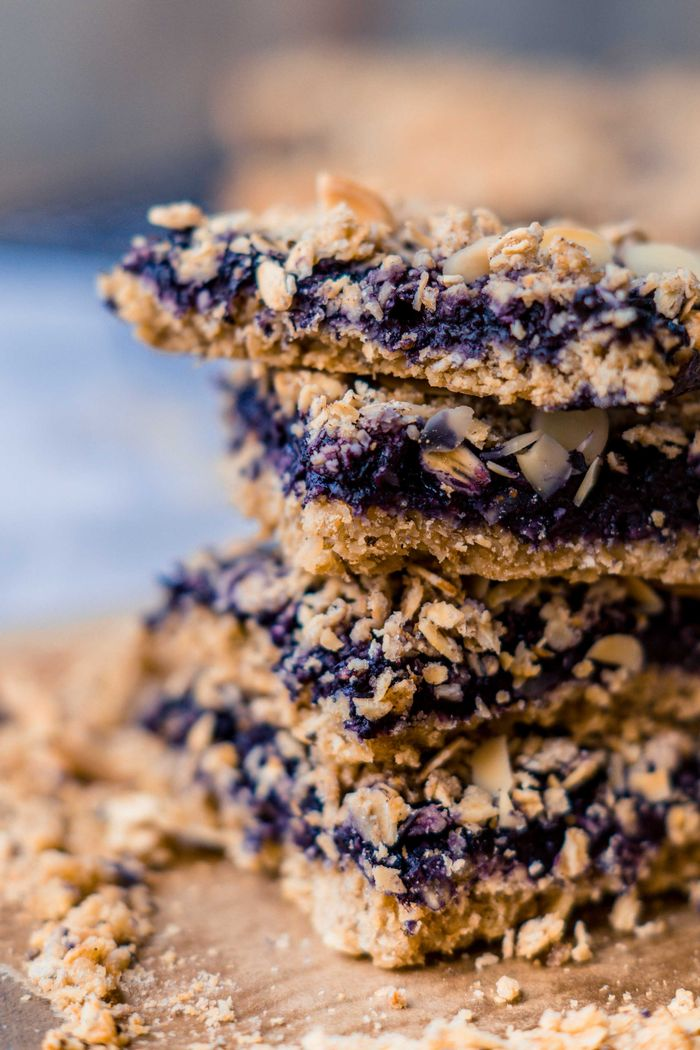 Blueberry Oatmeal Bars. Need more recipes? Find 21 Easy and Healthy Vegan Oat Recipes To Make Best Weight Loss Breakfast Ever! vegan breakfast oatmeal | yummy oatmeal recipes | breakfast oatmeal recipes | oatmeal recipes breakfast healthy | oatmeal diet weightloss #oats #oat #veganmeal #vegan