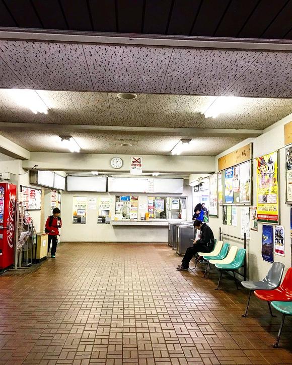 Esse apartamento no Japão também é uma estação de trem.