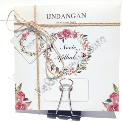 desain undangan motif bunga