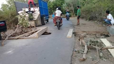 Jalan Lobar Jebol, Pemkab Terkesan Tutup Mata