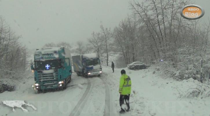 Προβλήματα αλλά και παιχνίδι με το χιονιά. (βίντεο φωτο)