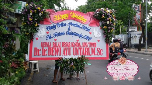 papan bunga pernikahan surabaya, karangan bunga papan surabaya, bunga papan wedding surabaya