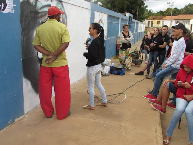MURO DE ESCOLA GANHA ARTE DO GRAFITE