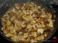 Pollo con champiñones y salsa de soja listo