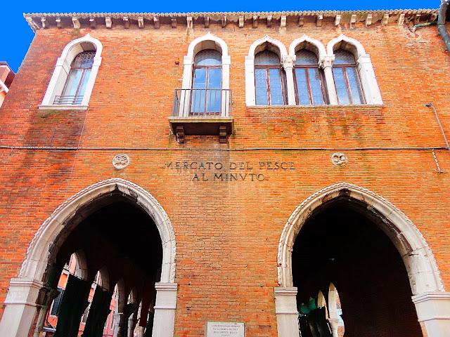 Palazzetto delle Pescherie di Rialto, budova rybího trhu v Benátkách