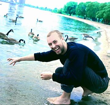 Foto de Chris Martin muy alegre