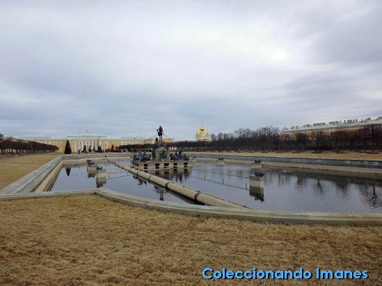 Entrada a palacio de Peterhof