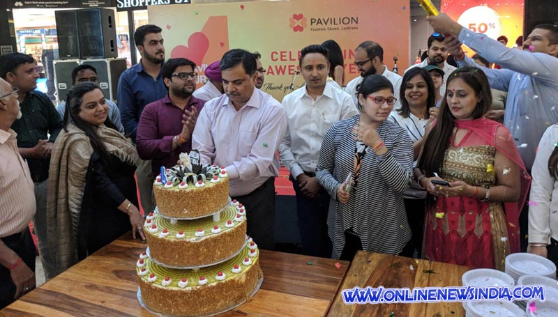 Mall officials cutting Cake to celebrate Fourth Anniversary of Pavilion Mall