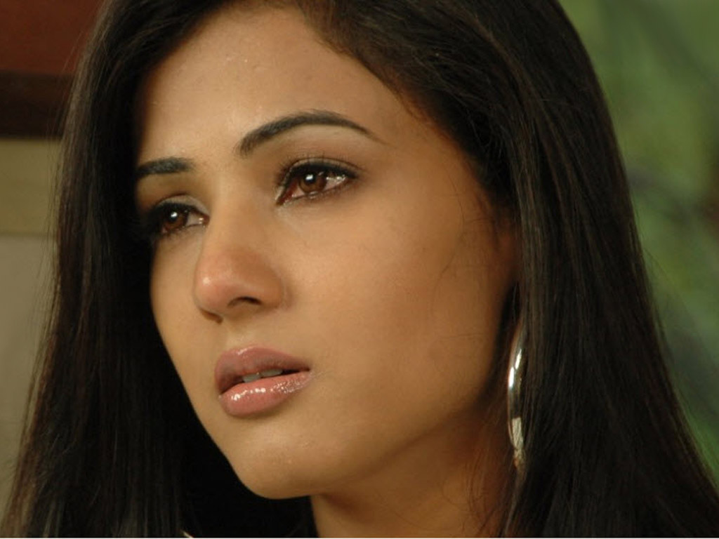 Sonal Chauhan Hot Latest HD Wallpaper   Cine Actors and ...