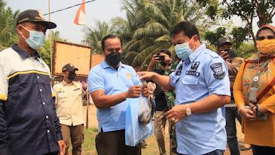 Pemkab Tangerang Berikan 2 Ton Ikan Lele untuk Warga Sekitar Dan Petugas TPU Buni Ayu