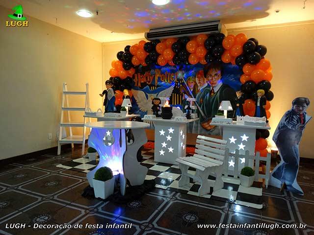 Decoração de mesa de aniversário tema Harry Potter para festa infantil
