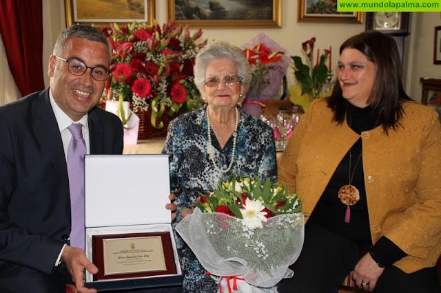 El Ayuntamiento de Santa Cruz de La Palma felicita a doña Esmeralda Castro Díaz, al cumplir un siglo de vida
