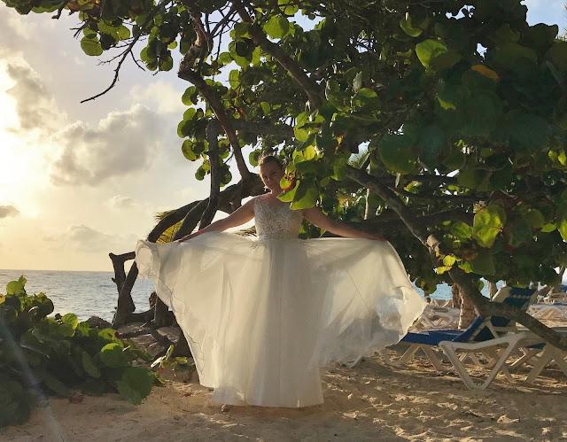 dominikana panna młoda na plaży, sesja ślubna egzotyczna