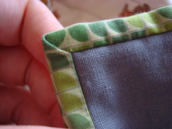 perfectly mitred corner of quilt binding