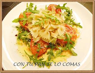 Ensalada de pasta con tomates asados