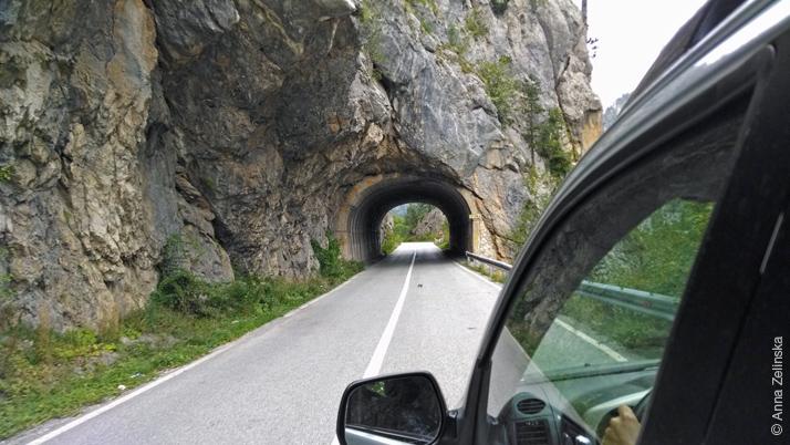 Небольшой тоннель по пути в Жабляк