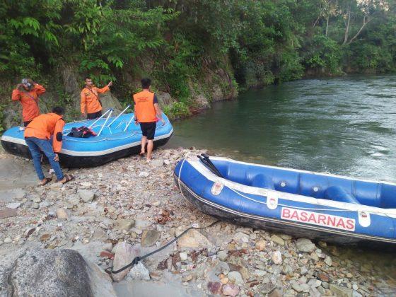 Tim gabungan mencari 3 mahasiswa yang hanyut di Sungai Asahan.