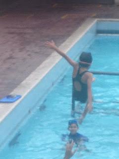 Lanzando a Sophia al agua 3x7