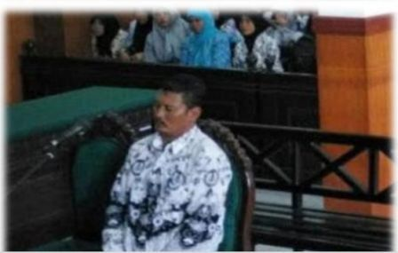 gambar Kasus Guru Cubit siswa, Guru Samhudi Dituntut 6 Bulan Penjara