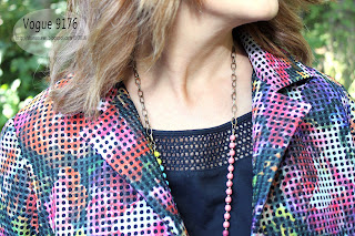 https://2.bp.blogspot.com/-JNW173RbzoA/V8DjLH-XGzI/AAAAAAAALJM/9DB235UDd2onuwDi7wSBfDLl_UkMaAA_wCLcB/s320/Vogue-9176-Collar-Fabric-Sharon-Sews.jpg