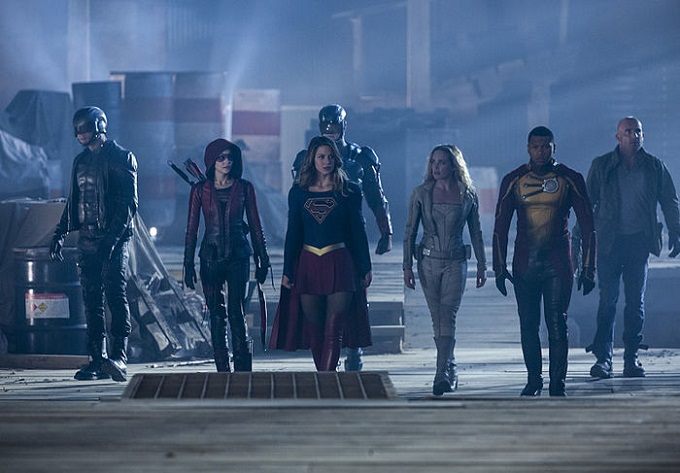 Supergirl lidera a una parte del equipo