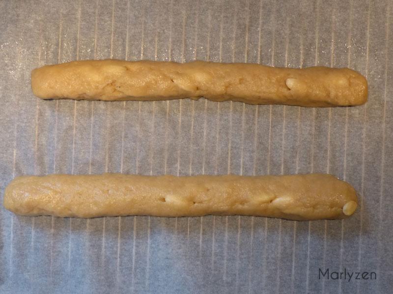 Formez deux boudins de pâte.