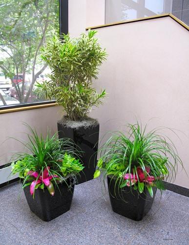 Bunga Hiasan Sudut Ruang Tamu