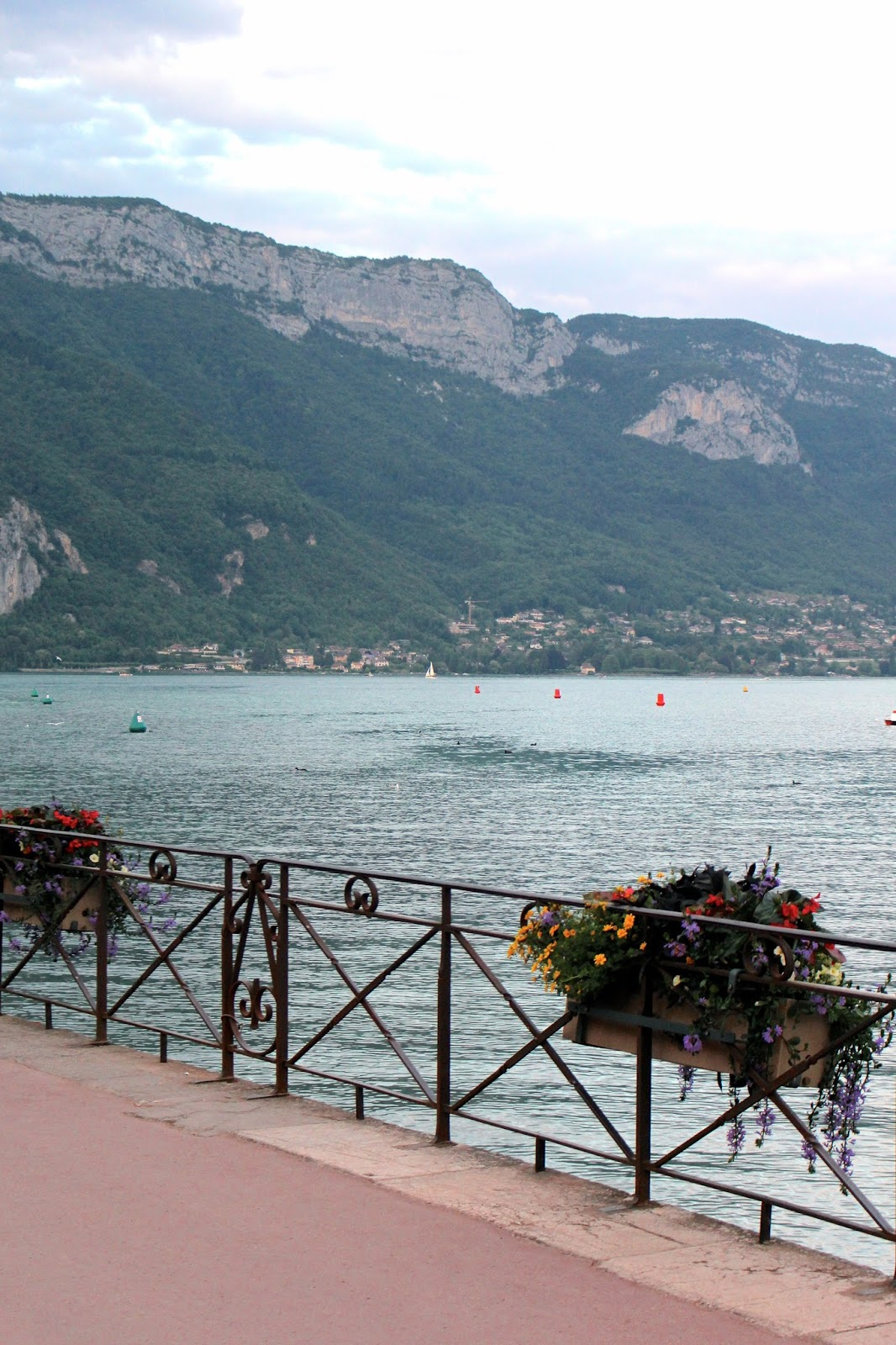 Summer photography of Lake Annecy