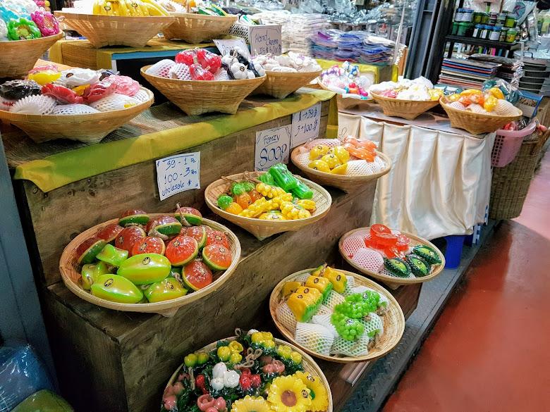 水果香皂到處都有在賣,30 泰銖好似是最便宜的價格