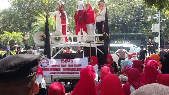 Demo Jokowi Mundur, Emak-Emak Militan: Kami Bukan Cheerleader!