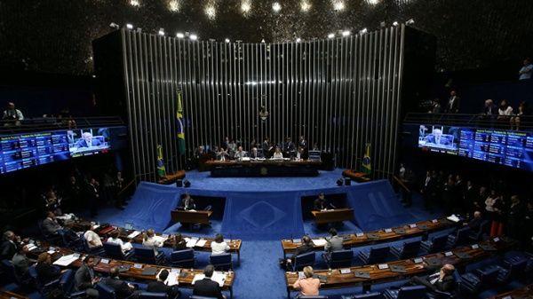 Senadoras impiden votación sobre reforma laboral de Temer