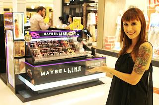 365927df6d4f1 Durante workshop de inauguração, a maquiadora oficial da marca ofereceu  algumas dicas para uma boa maquiagem. O Shopping Mueller é o primeiro mall  a receber ...