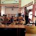 Wow… Anggota DPRD Bone Naik Meja Saat Rapat
