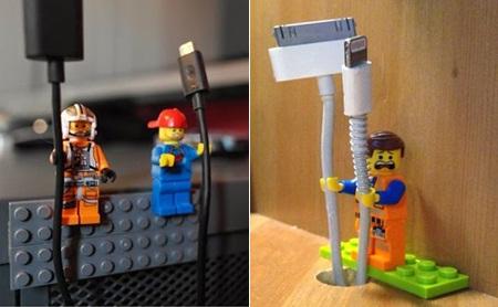 1. Minifigure lego Minifig jadi pemegang kabel