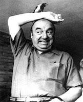Foto de Pablo Neruda en grises