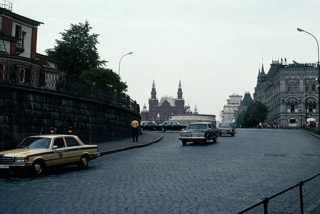Good Car Bad Car >> Pictures of Soviet Moscow in 1960s-1970s ~ vintage everyday