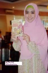 Model Hijab Segi Empat Syar'i Untuk Pesta