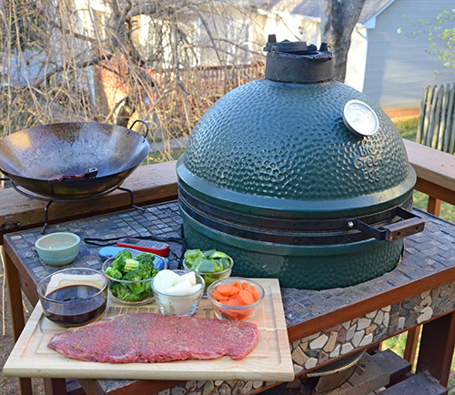 How to stir fry on a Big Green Egg kamado grill.