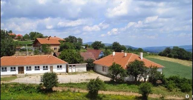 Polizeistation in Goshince von Uniformierte angegriffen