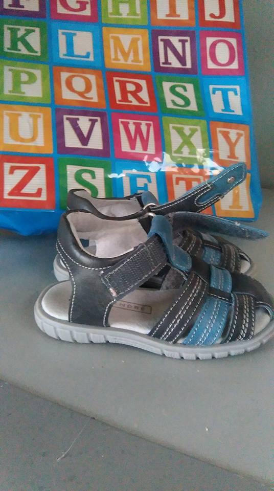 5bfa10350602b Ou trouver des bonnes chaussures solides pour enfants