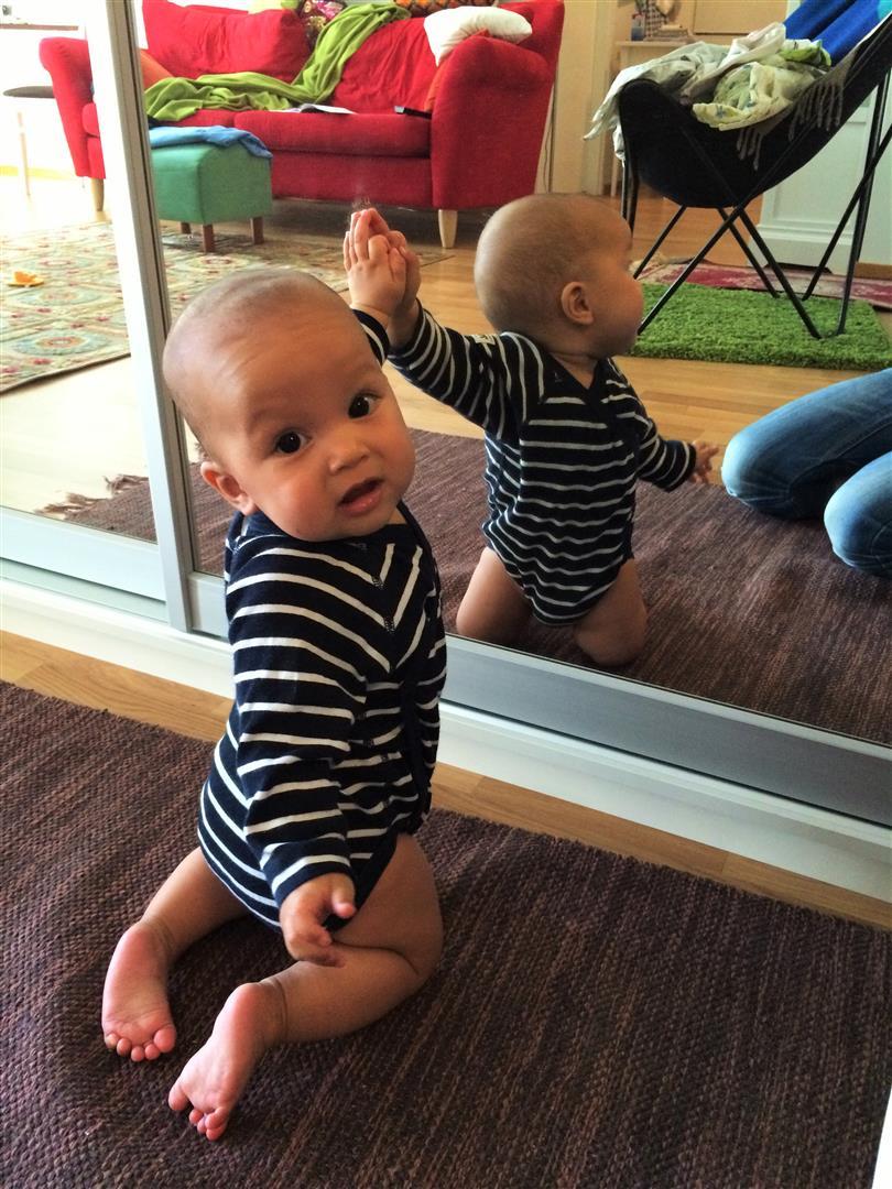 vauva ja peili