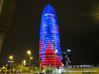 Torre Agbar en Barcelona. Nocturna - Agbar Tower in Barcelona. By night