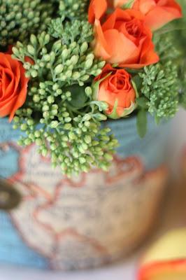 Tischblumen - Hochzeit mit Reisemotto in Orange, Pfirsich, Apricot - Niederlande meets Russland in Garmisch-Partenkirchen, Riessersee Hotel, Bayern - Travel themed wedding orange colour scheme
