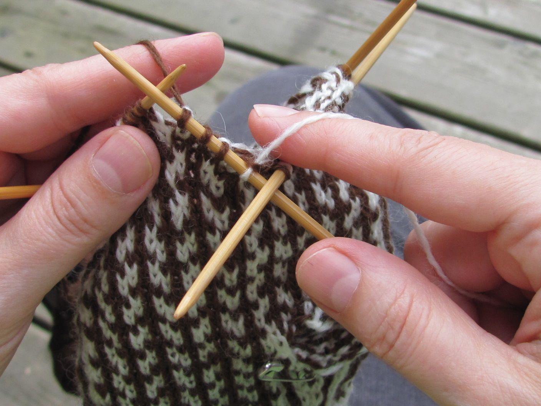 L 39 univers d 39 une tricoteuse le jacquard comment tenir ses for L univers de la laine