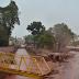 Chuva forte faz asfalto ceder e avenida é interditada por alagamento