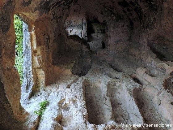 Cueva de Santorkaria, Laño, Condado de Treviño
