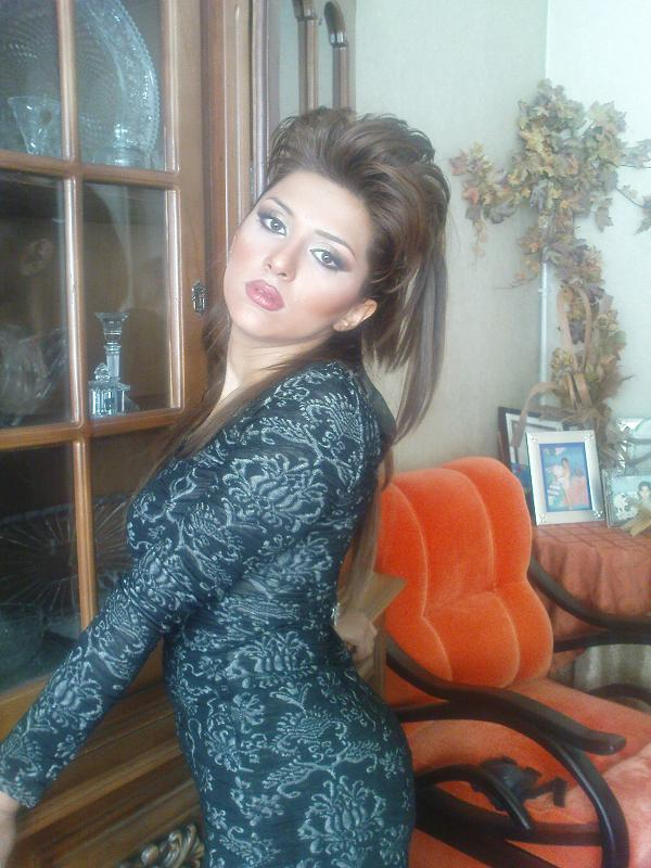 Arab house wife uploded her personal video in facebook 9